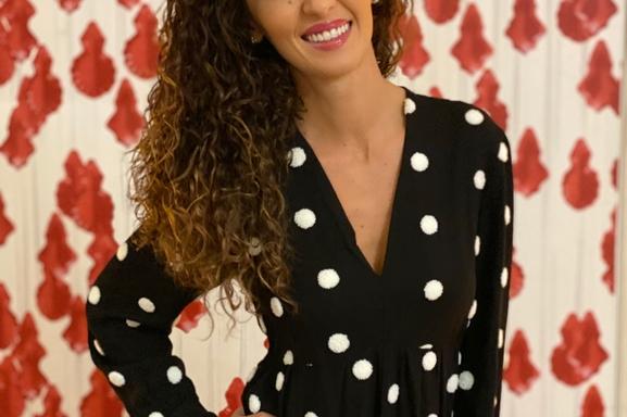 """Emmanuelle Rivassoux brillante architecte d'intérieur dans l'émission """" Maison à vendre"""", une girl boss à suivre passionnément!"""