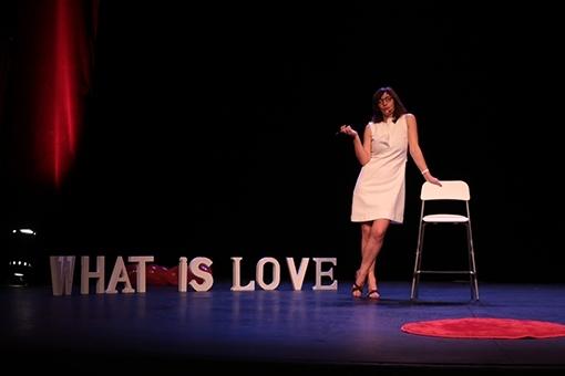 What is love ? Le spectacle executoire de l'Amour par Anne Buffet au Théâtre de la Contrescarpe