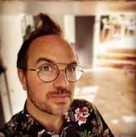 Que fait l'artiste Jarry pendant son confinement? Des lives et du partage tous les jours à 18h30 avec son SHOW JARRY sur sa chaine Youtube!