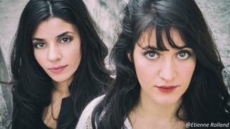 MONADA c'est deux jeunes femmes, deux sœurs repérées sur Casting.fr qui font sensation grâce à leurs influences méditerranéennes et françaises.