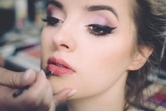 Recherche modele femme glamour 18 à 50 ans pour publicité Photo