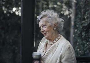 Casting femme entre 55 et 70 ans natif anglais pour publicité