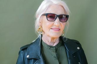 Casting modèle femme 60 ans pour vidéo et shooting photo publicitaire