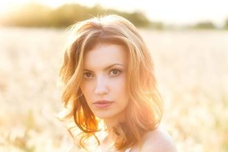 Cherche modèle femme blonde avec peu de sourcils pour tournage média beauté
