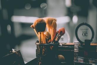 Cherche directeur photo et maquilleur coiffeur homme ou femme