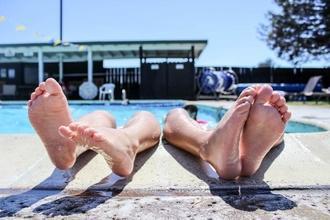 Recherche plusieurs modèles pieds femme pour shooting en Normandie