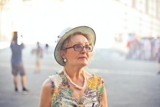 Casting femme entre 65 et 70 ans pour être silhouette dans série