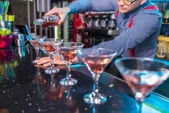 Recherche un(e) barman pour figuration long-métrage Franck Dubosc