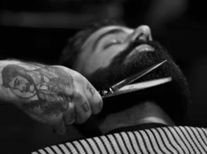 Recherche des modèles hommes avec une barbe semi-longue pour un relooking Saint Valentin