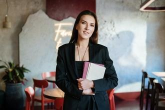 Casting hôte ou hôtesse pour gestion d'un déjeuner d'affaire