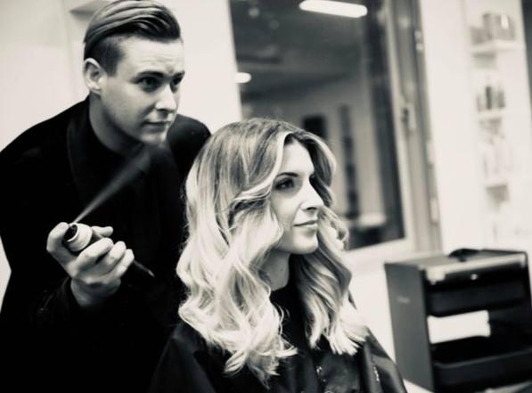Passionné par la coiffure et le maquillage, notre membre VIP BlackDiamond87 veut vivre de cette passion en l'exerçant pour le cinéma et la télévision. Il nous raconte comment s'y prendre pour allier ces deux mondes.