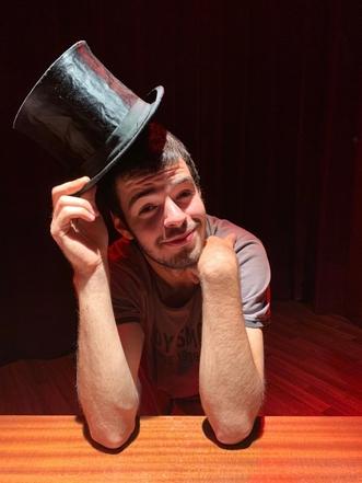 Du haut de ses 21 ans, Teddyarlot, un homme passionné : Mise en scène, fondation d'une compagnie de théâtre et d'une association de cinéma, création d'un cabaret... Voici comment le jeune homme a donné vie à tous ses projets en interview.