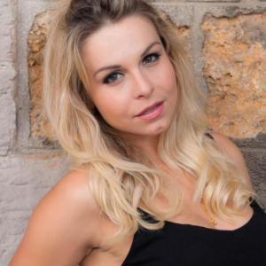 Caroline-Laure, Franco Brésilienne, lance sa carrière en France grâce à Casting.fr